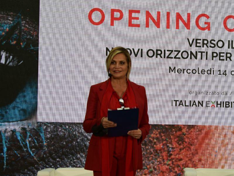"""Simona Ventura: """"È l'ora di riscoprire l'Italia"""""""